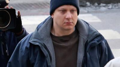 Jason Van Dyke fue golpeado luego de ser trasladado fuera de la prisión de Illinois, segun varios medios