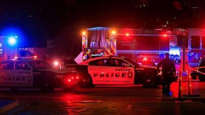 """""""Código 3, paren radio, oficial herido"""": la desesperada conversación de los policías durante el tiroteo en Dallas"""