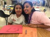 Niños y niñas de California comparten con sus madres prisioneras en campamento de verano