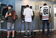 Los electores jóvenes de California corren más riesgo de que se anule su voto por correo