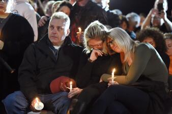 Lágrimas y rezos para las víctimas del accidente de la limusina: así fue la vigilia en su honor (fotos)