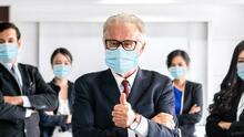 ¿Te pueden obligar a vacunarte en el trabajo? Debatimos si inmunizarse contra el covid es un derecho o deber