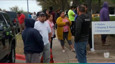 ICE detiene a más de 280 personas durante redada en empresa de tecnología en Texas