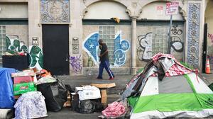 Suspenden temporalmente la orden de un juez de dar refugio a todos los indigentes de Skid Row