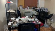 Desmantelan fábrica casera de envasado de heroína a gran escala en Queens