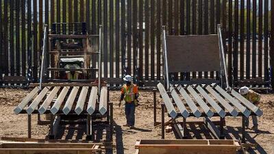 Inicia la reconstrucción de un tramo del muro fronterizo en San Diego
