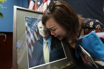 Desde Wall Street hasta Vietnam: rinden homenaje al senador John McCain (fotos)