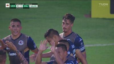VAR decreta penal a favor de San Luis y lo cambian por gol