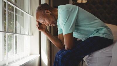 Los adultos mayores también pueden ser víctimas del bullying: qué hacer ante el acoso en hogares de cuidado