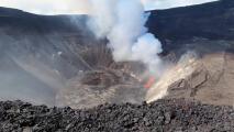 Así se ve desde el aire el impresionante cráter en erupción del volcán Kilauea en Hawaii