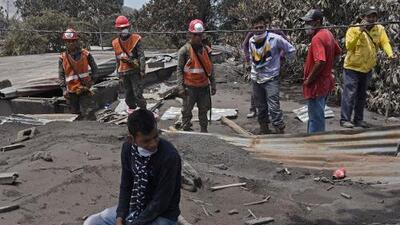 A una semana de la erupción del volcán de Fuego en Guatemala, los afectados temen que los olviden