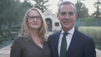 Alcalde de Los Ángeles anuncia iniciativa para que se compre a pequeños negocios durante esta Navidad