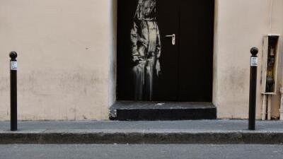 Roban un mural de Banksy pintado en homenaje a las víctimas de teatro Bataclan en París