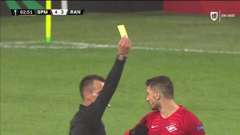 Tarjeta amarilla. El árbitro amonesta a Salvatore Bocchetti de Spartak Moscow