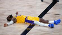 LeBron cae en su regreso a los Playoffs