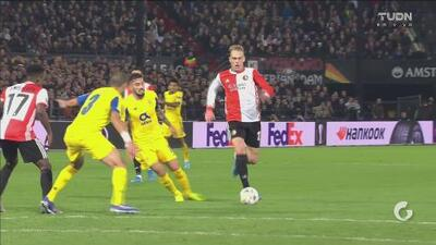 Rick Karsdorp anota el segundo del Feyenoord a lo Maradona