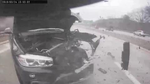 En video: A toda velocidad se estrella contra un camión del Departamento de Transporte de Nueva York