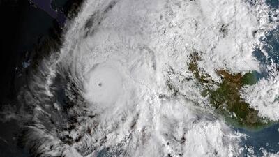 Willa avanza rumbo a México convertido en un peligroso huracán categoría 5