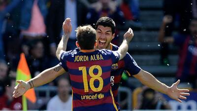 Barcelona goleó al Granada con Hat-Trick de Luis Suárez y se proclamó campéon