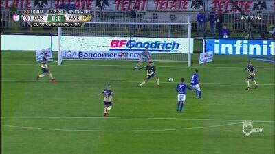 El 'Gato' Silva dejó ir la primera para Cruz Azul ante el América