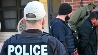 Corte de apelaciones anula orden de deportación de un inmigrante detenido durante una redada de ICE