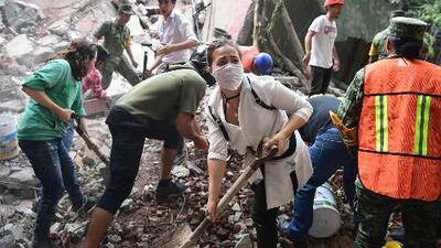 ¿Qué complicaciones de salud pueden sufrir quienes queden atrapados debajo de escombros?