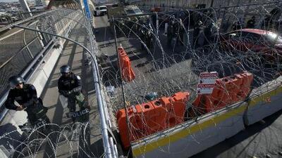 Decenas de migrantes cubanos protagonizan motín en puente de Ciudad Juárez para solicitar asilo político en EEUU