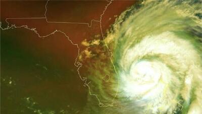 Dorian, ahora huracán categoría 2, comienza su lento giro frente a la costa de EEUU