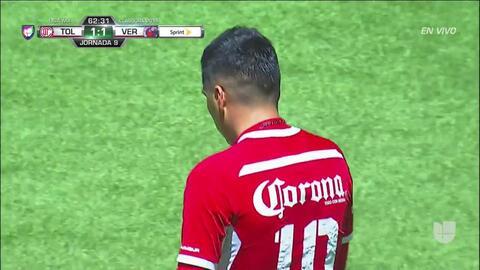 ¡CERCA!. Leonel López disparó que se estrella en el poste.