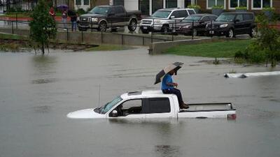 Al menos 2 muertos y cientos de rescatados en Texas por las lluvias torrenciales de Imelda