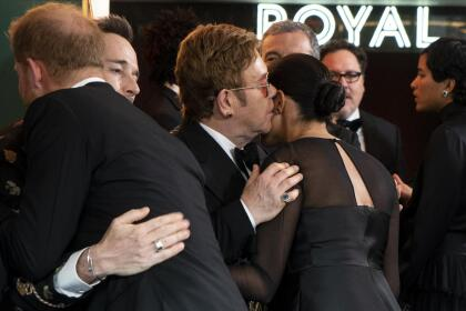 Â¿Un besito o un secreto? Solo Elton John y Meghan Markle tienen la respuesta a esa pregunta.