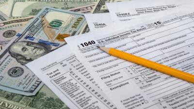Inmigrantes indocumentados pagan millones en impuestos