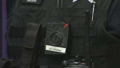 Supervisores no han revisado adecuadamente los videos de cámaras corporales de policías en Chicago, según reporte