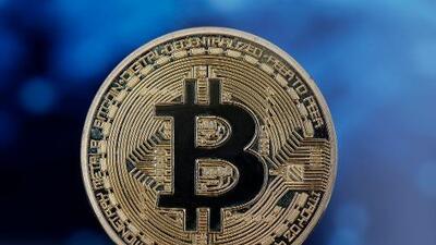 Bitcoin se recupera de las enormes pérdidas recientes: se cotiza por encima de los 8,000 dólares