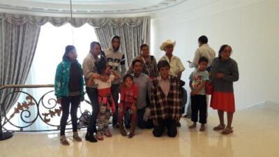 Por qué la foto de esta familia en Los Pinos se volvió viral (y desató críticas contra la ex primera dama de México)
