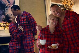 La Navidad perfecta de JLo: su madre con A-Rod y sus hijos con los regalos... pero ¿dónde está el anillo?