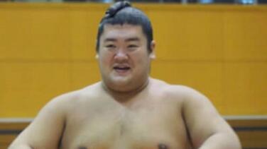Fallece un luchador de sumo por golpe en un combate