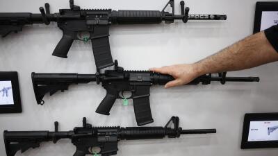 AR-15, el arma que reaparece cada vez que hay una masacre en EEUU