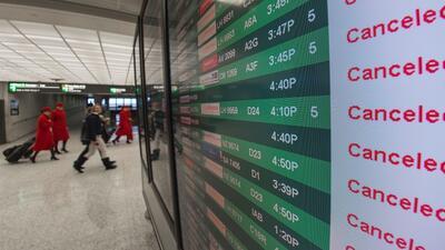 Cientos de vuelos siguen cancelados por el paso de Matthew; aeropuertos del sur de Florida retoman funciones