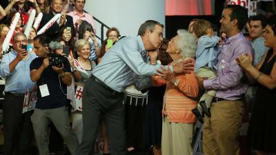"""Jeb Bush """"parece ser"""" el candidato indicado, dice su mamá en nuevo video"""
