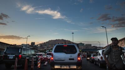 In Améxica, commuting requires patience and a passport