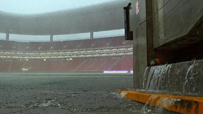 Por aguacero, el Chivas vs. Cruz Azul sufrió retraso