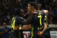 PARMA, ITALY - SEPTEMBER 01: Mario Mandzukic (back) of Juventus celebrates with his team-mates Blaise Matuidi (L) and Cristiano Ronaldo (R) after scoring the opening goal during the serie A match between Parma Calcio and Juventus at Stadio Ennio Tardini on September 1, 2018 in Parma, Italy. (Photo by Marco Luzzani/Getty Images)