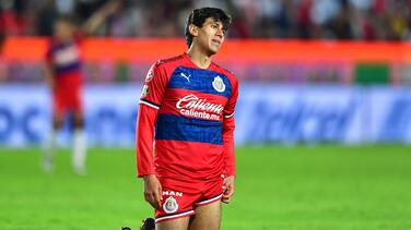 Sin JJ Macías ni Alexis Vega, delantera de Chivas adolece ante Toluca