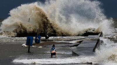 Tormenta tropical Cindy toca tierra en costas del Golfo de México y amenaza con inundaciones