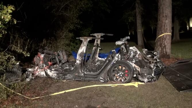 Dos muertos en accidente abordos de un Tesla en The Woodlands, al norte de Houston