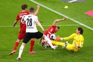 Robert Lewandowski vuleve a anotar un Hat Trick en la goleada 6-0 del Bayern Munich frente al Borussia Monchengladbach
