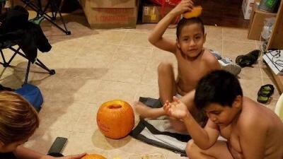 """""""Nos duele mucho"""": lamentan muerte de dos niños hispanos que atropelló una patrulla del sheriff"""
