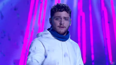 "Bazzi performed ""Paradise"" at Movie & TV award show"