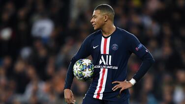 Leonardo asegura que Mbappé se quedará en el PSG